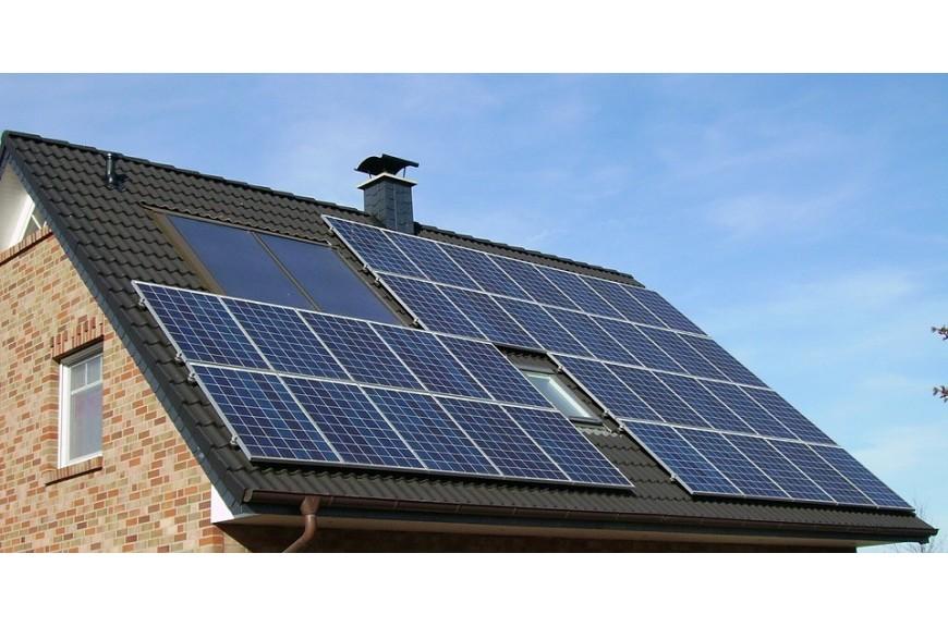 Tejado casa con placas solares